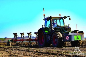 Fendt 724 Vario and Kverneland plough